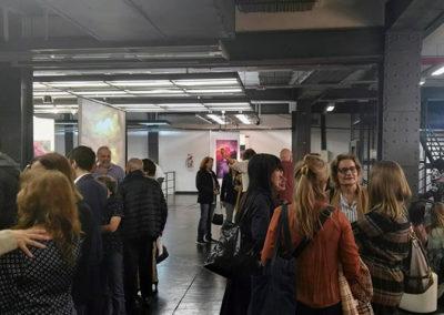 gente en galeria de arte 2019
