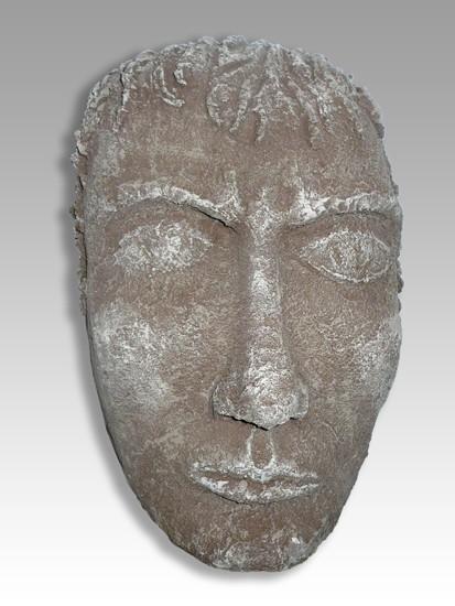 Máscara con pátina de piedra